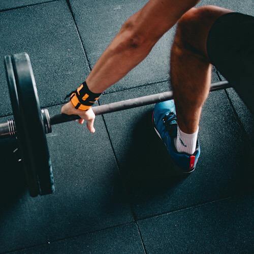 A man ready to lift.