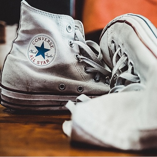 A pair of converse chuck taylor.
