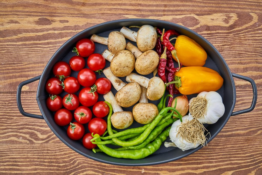 Try a pan with fresh cherry tomatoes, mushrooms, chilis and garlic as a great way to reduce sugar.