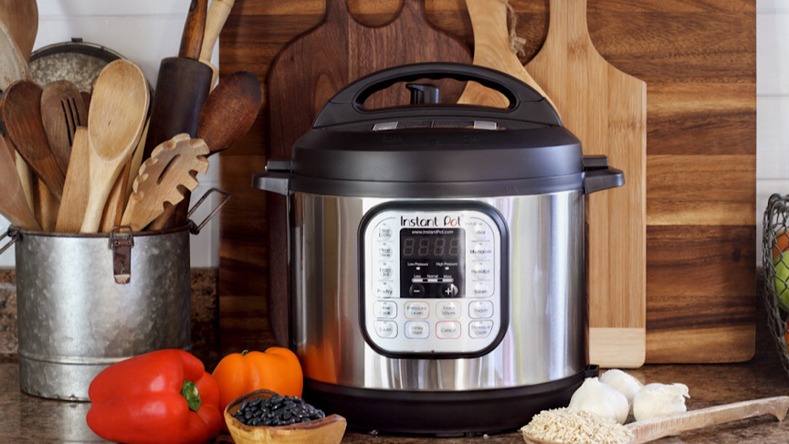 Instant pot, bell pepper and kitchen utensils