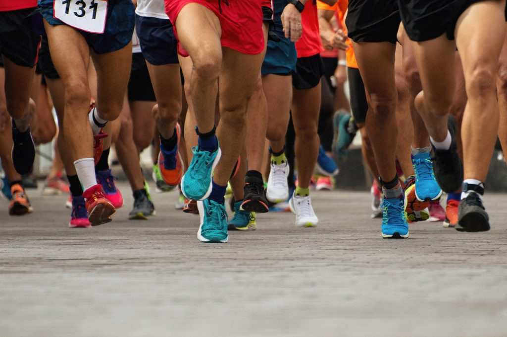 An image of a beginning or start of a race or marathon. Marathon for beginners needs to have a training plan.