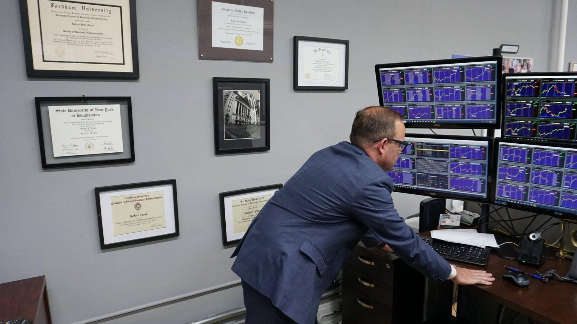 Bob Fuest analyzing markets