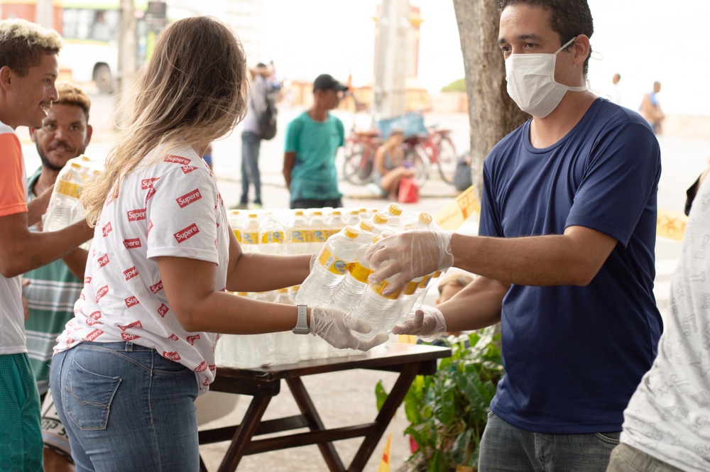 delivery of donations for the manufacture of meals for homeless people on the streets of Recife during the covid-19 / coronavirus epidemic