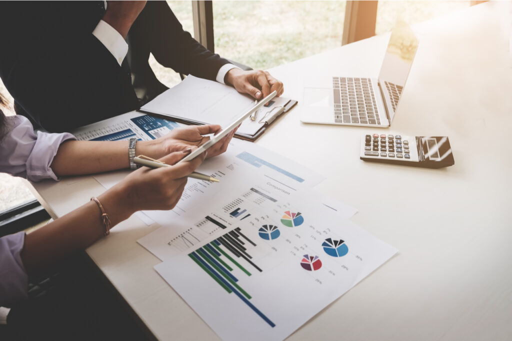Trading business, the affiliate offers a profit model to adapt the current competitive strategy.