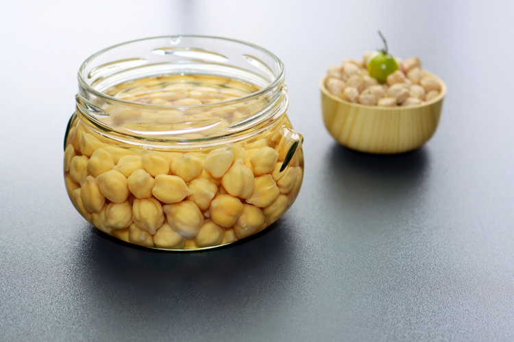 Soaking chickpeas in water to ferment cereals and neutralize phytic acid to get the benefits of sprouting.